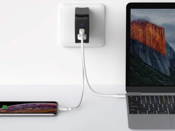 61-watt USB-C PD fast charger
