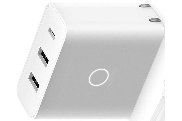 4-port USB-C adapter for iPhone 12